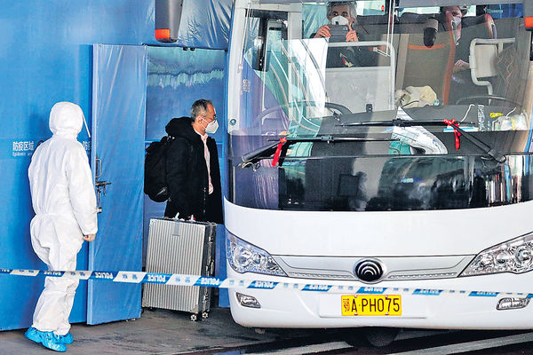 內地242天後再現死亡病例 世衞專家抵武漢 兩人檢測陽性被拒登機