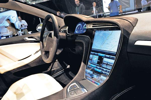 觸控屏失靈礙駕駛 美令Tesla回收16萬輛車