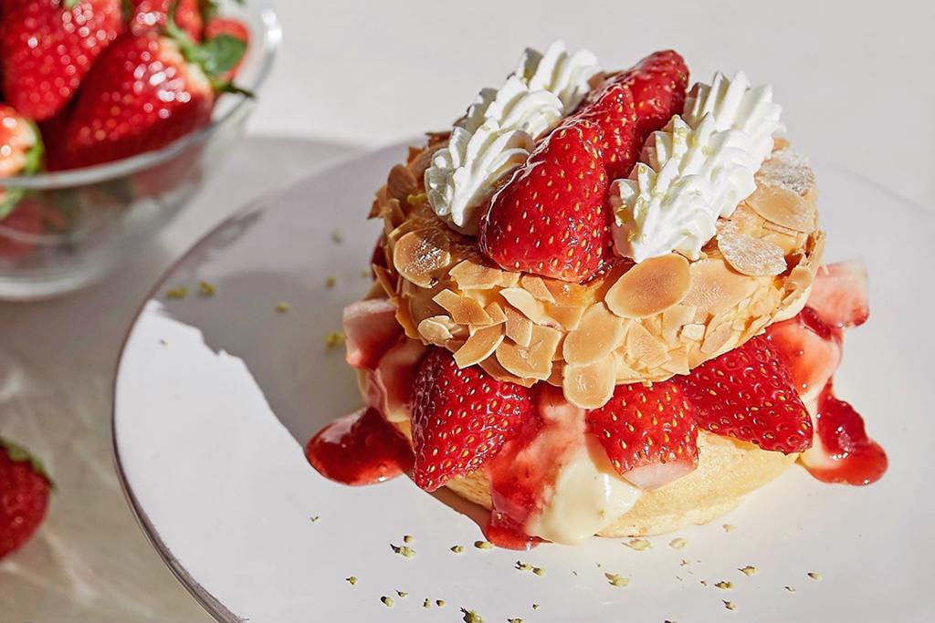 【日本甜品推介】FLIPPER'S 士多啤梨千層酥梳乎厘班戟甜品日本限定登場 日本草莓+杏仁脆片!