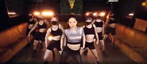 大女17歲生日曬舞技騷纖腰 甄子丹狂讚︰Amazing Dance
