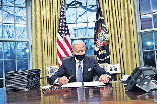 推翻舊策 拜登首日即頒17新政 特朗普留下「大方的信」