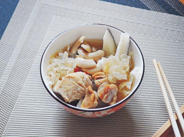 大寒湯水︰螺頭椰子雪耳杞子雞湯