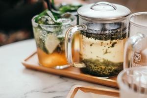 【冷知識】為何用熱水沖茶、沖咖啡更快入味?一個簡單科學實驗解構背後原來