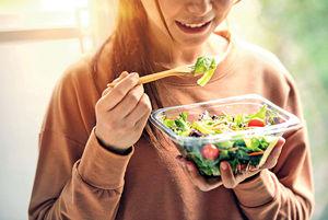 OL為減肥只吃菜 反增皺紋