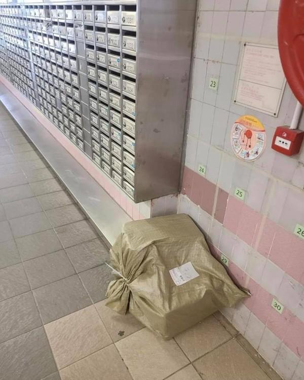 淘寶送貨│等30分鐘無人收貨包裹放管理處 港女斥送貨員不負責任反被炮轟