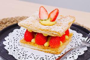 【情人節甜品】4步簡單情人節甜品食譜  士多啤梨千層酥
