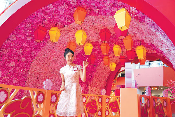 商場新春布置富新意 園遊會、玻璃蝴蝶、卡通天燈各自精采