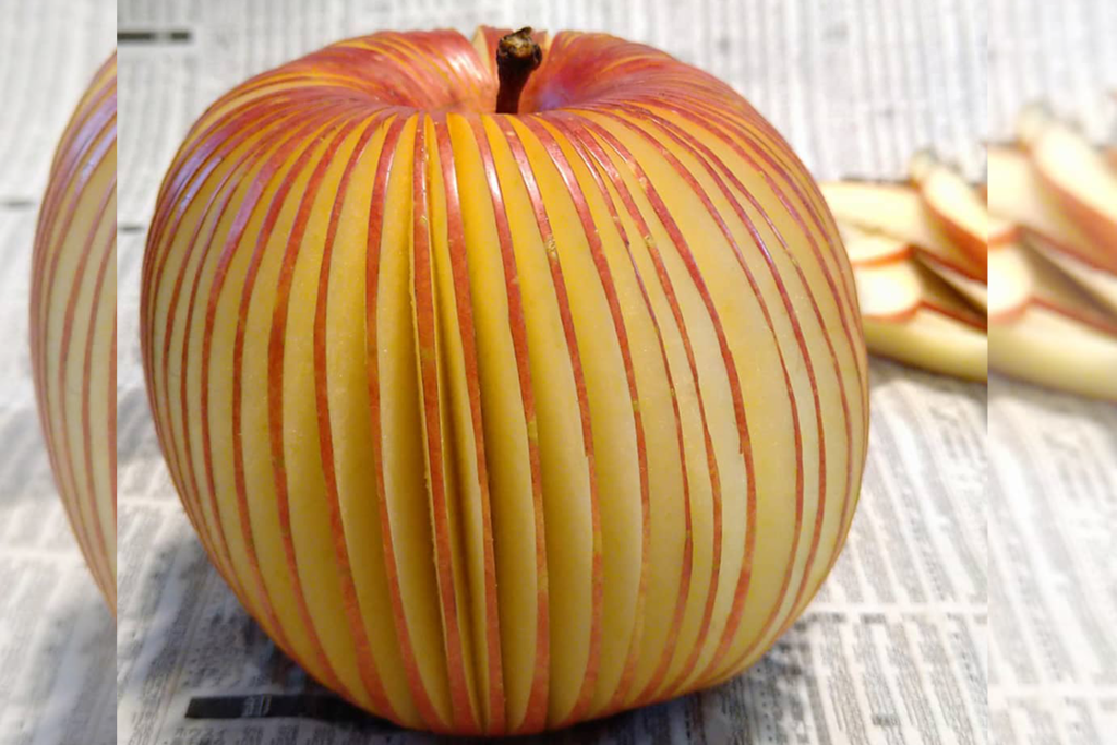日本水果雕刻家巧手刀工將蔬果變藝術品! 鬼斧神工將蘋果/士多啤梨雕花!