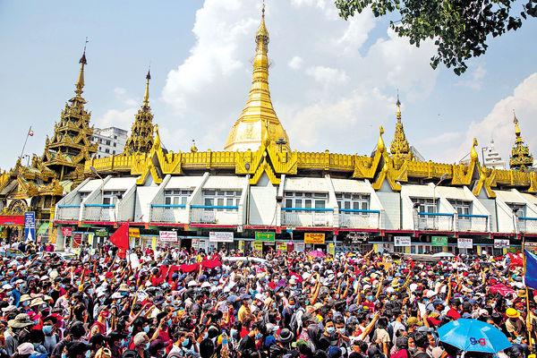 緬甸抗議軍方政變示威持續 傳警曾開槍驅散