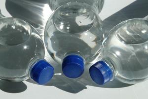 【膠樽安全】10歲女童重用膠樽飲水1年致性早熟生濕疹? 教授闢謠指膠樽對健康無影響