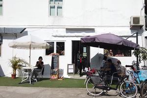 【坪洲美食2021】放假好去處!坪洲全新純白文青Cafe  即叫即製薄餅/牛油果多士/蘋果酥