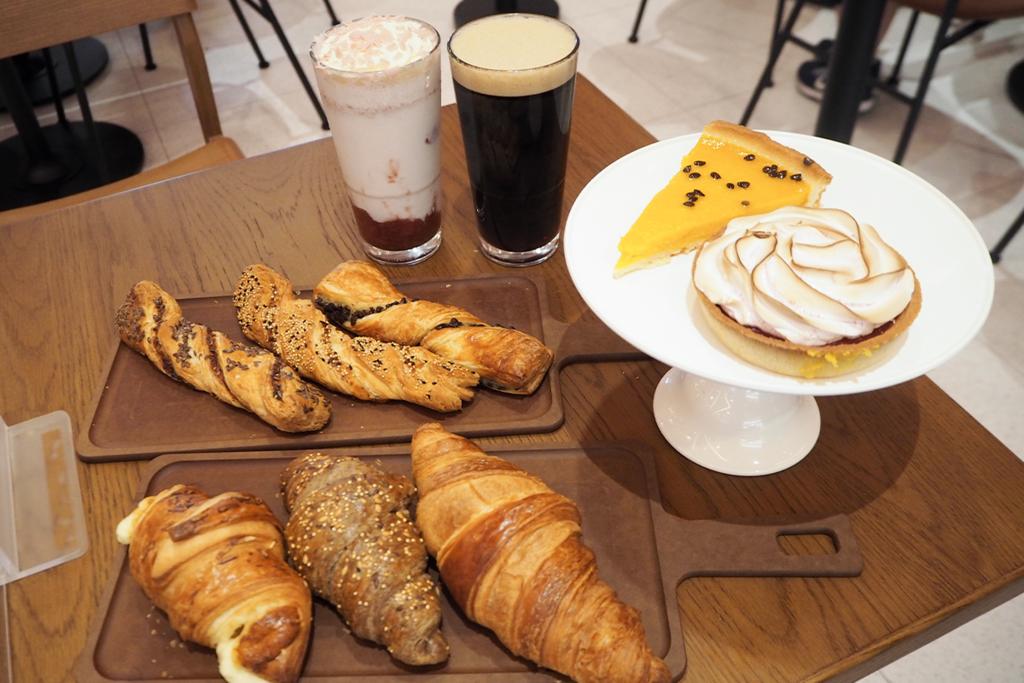 【將軍澳美食】熱辣辣出爐!康城Starbucks首推10款獨家新鮮焗製麵包 薄餅扭紋酥/埃文達芝士牛角酥/覆盆莓蛋白撻/熱情果芒果撻