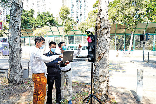 智能交通燈自動測人車 等過馬路快4成 IVE師生研發