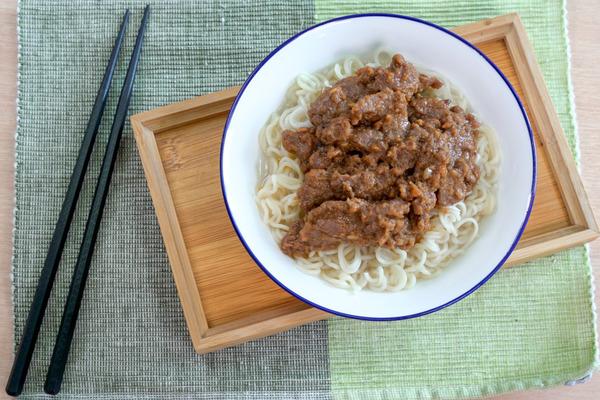 【沙嗲牛肉麵】3步輕鬆煮出茶餐廳味道! 惹味沙嗲牛肉麵
