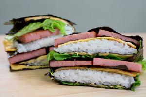 【摺疊紫菜包飯】韓國大熱折疊紫菜包飯食譜 懶人野餐必備!超簡單4步完成