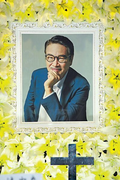 群星痛別一代黃金配角 吳孟達設靈周星馳現身悼亡友