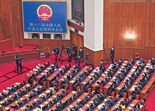 人大通過完善港選舉制 選委會擴至1500人 林鄭:修補缺陷 非民主倒退