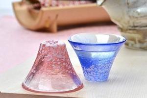 【日本手信】日本直送3款富士山清酒杯禮盒套裝推介 通透玻璃/淺藍粉色陶瓷清酒杯+木製禮盒包裝