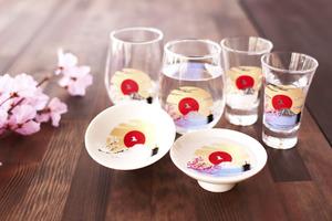 【日本手信】日本陶器精品店「丸モ高木陶器」推全新冷感富士山系列 雪白玻璃杯倒水後變身青富士山+盛放粉紅櫻花!
