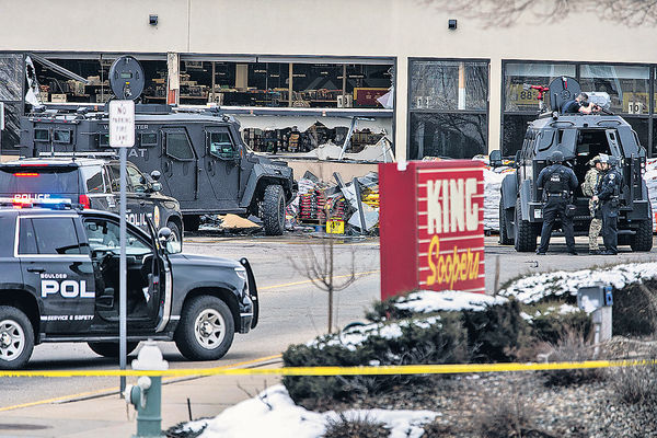 槍手襲美科州超市 釀10死包括一警