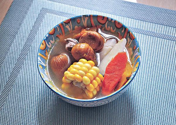 健脾開胃︰南瓜栗子粟米紅蘿蔔瘦肉湯
