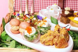 【尖沙咀美食】尖沙咀Cafe Lady Nara推出田園野餐下午茶!打卡紅色格仔枱布/ 送限量版明信片