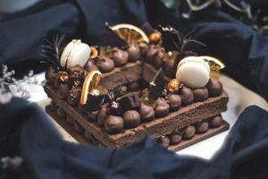【朱古力蛋糕訂購】香港7間生日打卡朱古力蛋糕推介2021 IG網店字母蛋糕/文華餅店Opera Cake/威士忌朱古力蛋糕/龍島/DALLOYAU