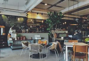 【提升工作效率】研究發現咖啡店可激發創作靈感! 3大原因比辦公室/家中更具工作效率