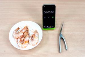 【剝蝦神器】3秒快速剝蝦?計時實測大熱剝蝦神器 剝蝦器/徒手方法比較快?