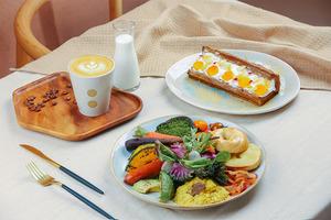 【灣仔美食】灣仔新開四季花藝咖啡店Natura: 雲朵蛋Bagel/全日早餐/和食套餐/抹茶拿鐵