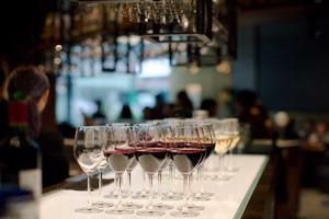 【大角咀美食】3000呎音樂餐廳期間限定All You Can Drink優惠!2小時任飲紅酒、白酒、氣泡酒及Cocktail/現場音樂表演