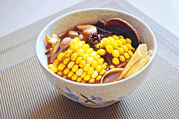 健脾祛濕:蟲草花粟米腰果雲苓素湯