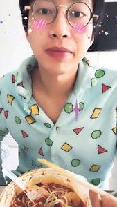 隔離中度過31歲生日 吳業坤自製港女式睡衣派對
