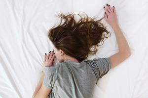 【改善睡眠】日本醫生教你3個睡前拉筋伸展動作 提升身體深部溫度/改善睡眠質素