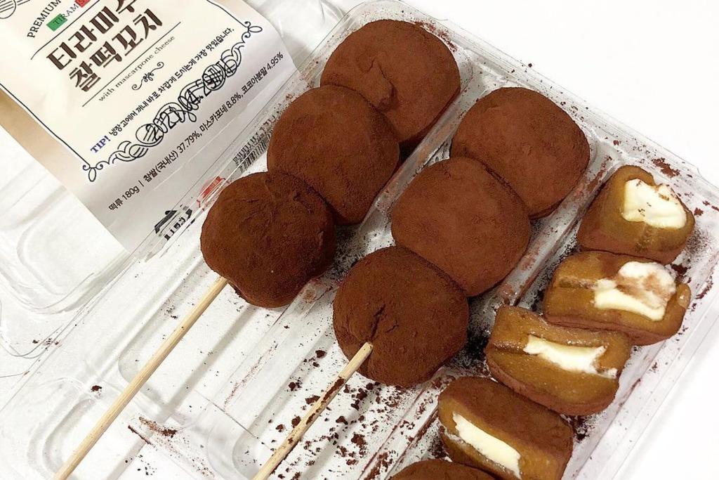 【韓國便利店】韓國CU便利店推出Tiramisu麻糬串   口感煙韌/香濃意大利軟芝士夾心