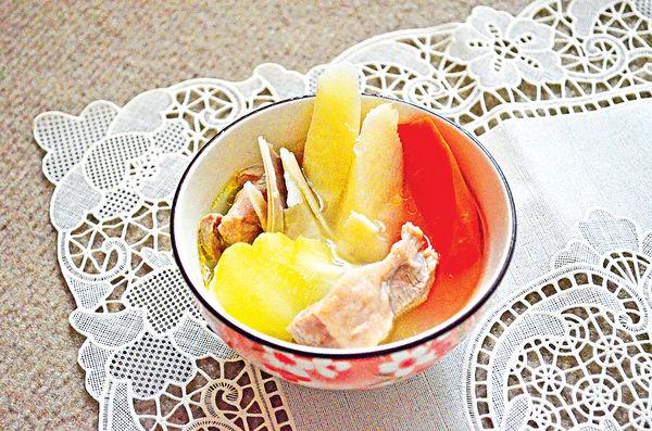 春末湯水:合掌瓜淮山紅蘿蔔瘦肉湯