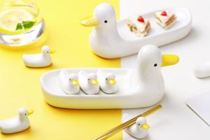 【韓國廚具家品】氹小朋友食飯最佳法寶! 韓國超可愛實用二合一鴨仔家族筷子座/食物碟