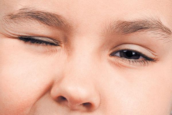 小孩不停眨眼須留心