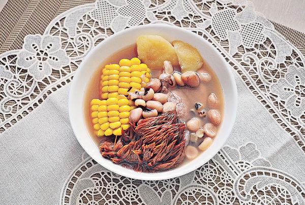 立夏湯水︰猴頭菇粟米薯仔花生豬骨湯
