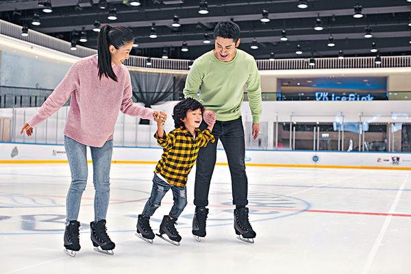 愉景灣溜冰場 專業場地學花式溜冰