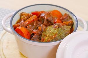 【西餐食譜】4步新手簡易高級西餐主菜食譜  法式紅酒燉牛肉