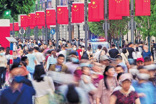 內地人口14.1億 增速68年最低 老齡化成基本國情