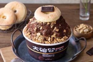 【台灣甜品2021】Hershey's 焦糖花生朱古力刨冰台灣期間限定 花生顆粒口感+台式馬卡龍