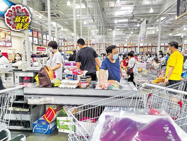 台各地超市爆搶購潮 增13宗本地確診 民眾恐慌官方未言封城