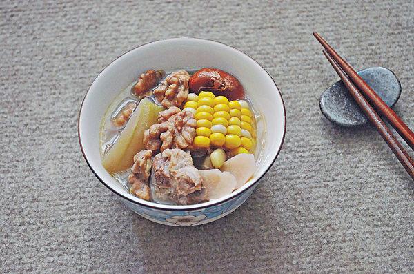 初夏保健湯︰淮山榴槤核節瓜粟米瘦肉湯