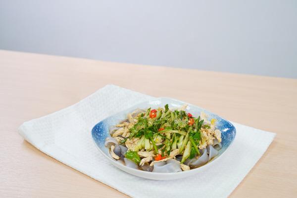 【涼拌食譜】夏日消暑一流!簡易開胃小菜 涼拌麻辣雞絲粉皮