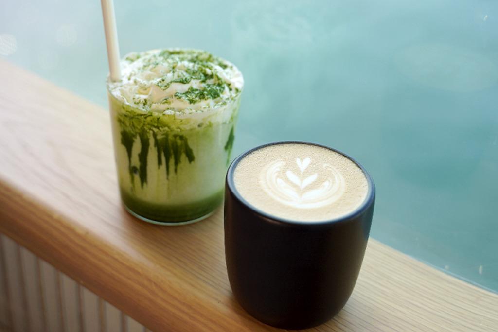 【海景cafe】香港10間打卡海景Cafe推介 西環海旁咖啡店/尖沙咀落地玻璃Cafe/西九草地望海Cafe