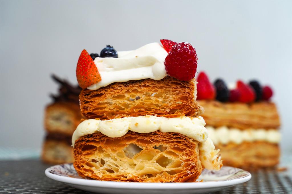 【拿破崙蛋糕】尖沙咀凱悅酒店10cm厚巨型拿破崙   口感超酥脆!必試港式奶茶味