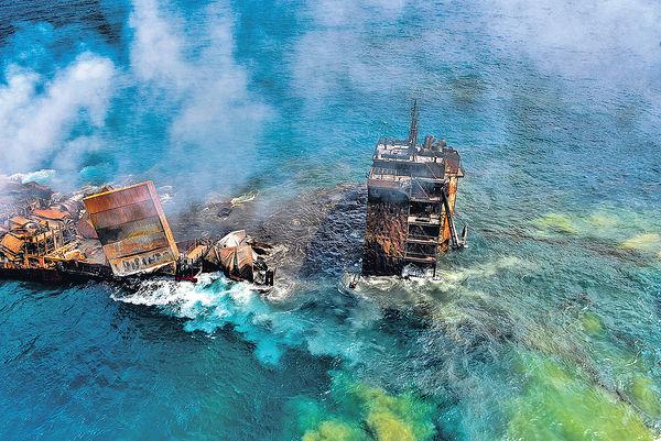 星輪漏油下沉釀生態災難 斯里蘭卡外海起火 燒13天始救熄