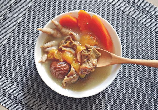 滋潤湯水:哈密瓜螺頭紅蘿蔔雞腳湯